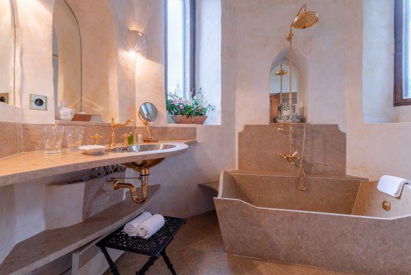 Baño en habitación deluxe
